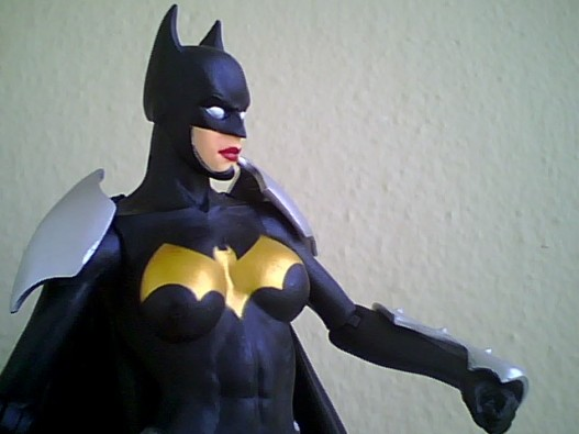 elseworld-batgirl-closeup.jpg
