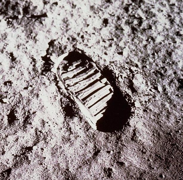 footprint on the moon